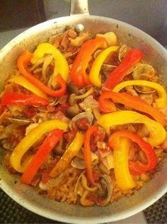 フライパンでパエリア Spanish Dinner, Thai Red Curry, Ethnic Recipes, Food, Essen, Meals, Yemek, Eten