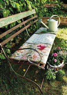Kids bedroom - Home and Garden Design Ideas Modern (Garden) design at it's best! garden bench in the garden . Dream Garden, Garden Art, Home And Garden, Cacti Garden, Garden Deco, Banco Exterior, Garden Cottage, Cozy Cottage, Cottage Style
