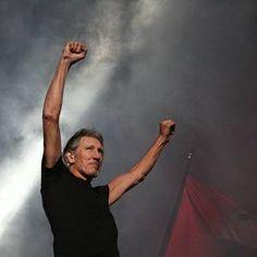 Impecável, The Wall supera o conceito de show e Roger Waters apresenta espetáculo teatral e grandioso!