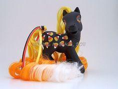 Artist: Skig.  (I should so make a Halloween pony!)
