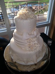We believe that you can get a great, delicious, and beautiful custom cakes, with great customer service, at a price that is not going to break the bank.