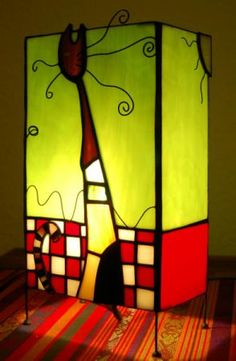lampara de sobremesa  vidrio,estaño,alambre tiffany