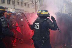 Varías personas fueron detenidas en París durante las violentas manifestaciones contra la reforma laboral.  #francia #paris #protesta #policia #france #disturbios #huelga #Europa #reforma #Revista #C16 #Editorial #España #Cultura #Politica #Arte  #Magazine #Publicidad #DiseñoEditorial #Diseño by cambio16