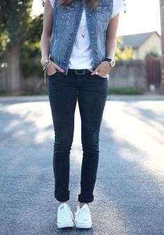 Casual outfit inspiration - jeans and converse create the perfect transition into fall fashion.