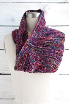 Esquina cowl, made for variegated yarns to avoid pooling