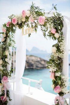 Décorez votre arche avec des fleurs en rose