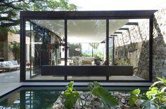 http://www.lsd-mag.com/wp-content/uploads/2015/05/lsd-house-maison-outside-exterieur-nature-bois-wood-d%C3%A9co-design-bresil-brazil-angleterre-england-bungalow-pierre-stone-prodige-prodigious-art-cube-luxury-fernanda-marques-modernism-02.jpg