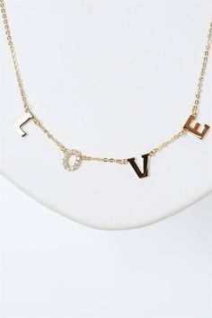 LOVE Necklace in Gold.