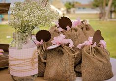 Otima sugestão para festas tema jardim! #inlove Lembranças de saquinhos – Blog Pitacos e Achados - Acesse: https://pitacoseachados.wordpress.com – https://www.facebook.com/pitacoseachados – https://plus.google.com/+PitacosAchados-dicas-e-pitacos #pitacoseachados                                                                                                                                                      Mais