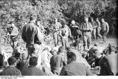 British Airborne Divison PoWs captured in Arnhem, Netherlands, September Holland, Operation Market Garden, Organic Gardening Magazine, Parachute Regiment, British Soldier, British Army, Military Operations, Paratrooper, Gliders