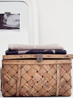 Trunk for storage - Interior Decoration Home Interior, Interior Styling, Interior And Exterior, Interior Decorating, Deco Ethnic Chic, Deco Boheme, Home And Deco, Interiores Design, Home And Living