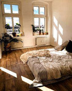 Room Ideas Bedroom, Bedroom Decor, Bedroom Designs, Wall Decor, Bed Room, Dorm Room, Bedroom Shelves, Bedroom Bed, Bedroom Furniture