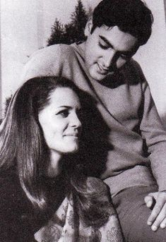 Rajiv Gandhi And Sonia Gandhi's Unheard Love Story Will Reinstate Your Faith In True Love Rare Pictures, Historical Pictures, Rare Photos, Vintage Photos, Famous Pictures, Vintage Photographs, Sonia Gandhi, Rajiv Gandhi, Gandhi Life