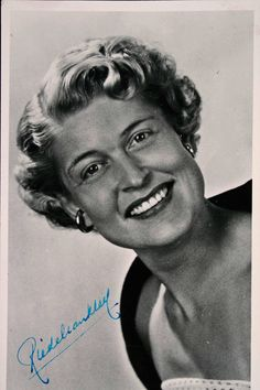 Lees verhaal: Riedel van Kleef topzangeres uit de jaren vijftig | Het Geheugen van Tilburg.  Klik en luister My blue heaven uit 1952 : https://youtu.be/JYyAL2PjpIw