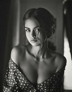 Quello che lei cercava non era il mio braccio, ma il braccio di qualcuno. Quello che cercava non era il mio calore, ma il calore di qualcuno. Mi sentivo quasi in colpa ad essere io a occupare quel posto. — Haruki Murakami