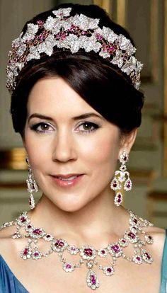 HRH Mary, Crown Princess of Denmark wearing the Ruby Parure Tiara and Earrings.The tiara is in the relatively recently tightened up form--not as attractive as it was in my opinion. Several other views on this board. Royal Crown Jewels, Royal Crowns, Royal Tiaras, Royal Jewelry, Tiaras And Crowns, Jewellery, Jewelry Sets, Crown Princess Mary, Royal Princess