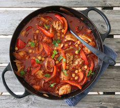 KYLLINGGRYTE MED CHORIZO, PAPRIKA OG KIKERTER A Food, Food And Drink, New Menu, Couscous, Chorizo, Paella, Lasagna, Thai Red Curry, Nom Nom