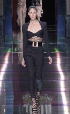 Lily Aldridge walking in the Balmain spring '16 runway show.