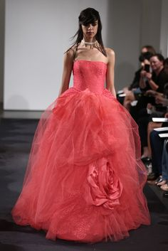 The Vera Wang Bridal 2014 wedding ideas for fall Vera Wang Wedding Gowns, Vera Wang Bridal, Pink Wedding Dresses, Bridal Dresses, Dress Wedding, Stylish Eve, Bridal Fashion Week, Beautiful Gowns, Beautiful Bride
