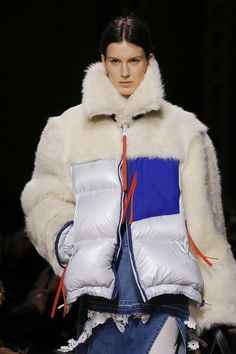 Sacai Fall 2017 Ready-to-Wear Collection Photos - Vogue Fur Fashion, Fashion Art, Winter Fashion, Fashion Show, Womens Fashion, Fashion Design, Costumes Couture, Cool Coats, Winter Outfits