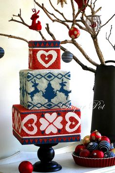 #FondantFriday - Daggy Christmas Jumper Cake • CakeJournal.com