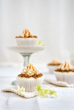 Apple caramel cupcakes with streusel, buttercream frosting and caramel sauce