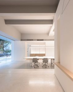 White boxes contain different spaces for socialising and working inside the cafe and co-working space Atelier Peter Fong in Guangzhou, which was recently fitted out by Lukstudio. Office Interior Design, Office Interiors, Studio Interior, Guangzhou, Bauhaus, Coffee Shop, Agi Architects, Minimalist Office, Elderly Home