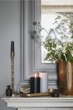 Metal candle plate - Gold-coloured - Home All Large Pillar Candles, Black Candles, Schwarz Home, Interior Exterior, Interior Design, H & M Home, Black House, Home Collections, Candlesticks