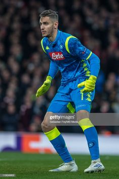 Alex Meret of Napoli looks on during the UEFA Europa League Quarter Final First Leg match between Arsenal and S. Napoli at Emirates Stadium on April 2019 in London, England. World Football, Football Soccer, Sports Mix, Association Football, Europa League, Goalkeeper, Football Players, That Look, Superhero
