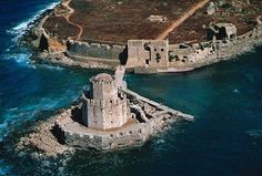 Methoni Castle Messinia Peloponnese Ancient Greek Art, Royal Life, Sicily Italy, Fortification, Tower Bridge, Art And Architecture, Wonderful Places, Athens, Medieval