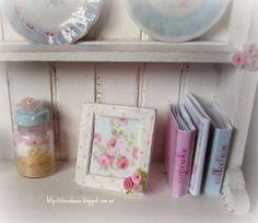 Casas Shabby Chic, Dollhouse Miniatures, Dolls, Doll Houses, Rose, Painting, Minis, Decor, Miniatures