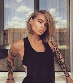 Hair Growth Tips. Hair Care Tips That Will Help You Out. Anyone can have great hair. There are lots of different things you have to overcome in order to get the best looking hair. Short Hair Styles Easy, Short Hair Cuts, Medium Hair Styles, Ash Blonde Hair, Short Bob Wigs, Honey Hair, Pinterest Hair, Wig Hairstyles, Easy Hairstyle