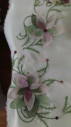 This Pin was discovered by Ikb Needle Lace, Lace Flowers, Baby Boutique, Hand Embroidery, Needlework, Knit Crochet, Diy And Crafts, Weaving, Quilts