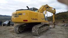 New Holland-Kobelco E245B year 2009 6800 hrs 1 owner original perfect paint hammer line bucket. Perfect general condtions