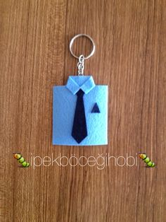 Babalar günü anaharlık Jw Gifts, Felt Gifts, Scrapbook Paper Flowers, Fun Crafts, Crafts For Kids, Jw Convention, Felt Keychain, Father's Day Diy, Fathers Day Crafts
