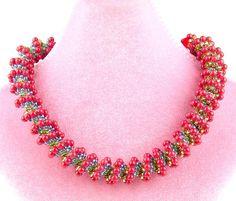 A pattern for necklace or bracelet