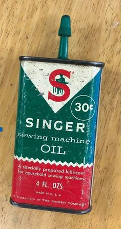 Top Sewing Machines Vintage 30 Cent Singer Sewing Machine Oil Can Green Top Easy Sewing Projects, Sewing Hacks, Sewing Tutorials, Sewing Tips, Sewing Ideas, Knitting Storage, Knitting Needle Sets, Sewing Machines Best, Vintage Sewing Machines