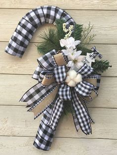Holiday Wreaths, Holiday Crafts, Christmas Decorations, Christmas Ornaments, Candy Cane Wreath, Candy Canes, Candy Cane Crafts, Christmas Door, Black Christmas