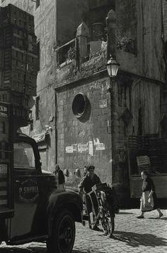 Barcelona, 1950 Plaça de Santa Maria del Mar. Fotografia  de Francesc Català Roca.