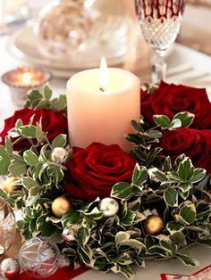 Flowers for Christmas: red rose and candle centrepiece to make - Christmas craft ideas - allaboutyou.com