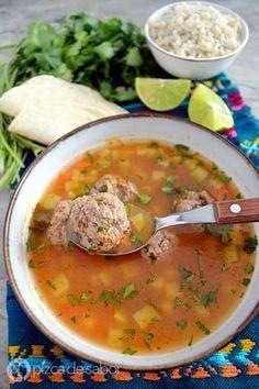 Caldo de albóndigas (sopa de albóndigas) www.pizcadesabor.com