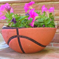 Basketball flower pot @Claudia de Jong--a quick and cute project for your mom!! ;-)
