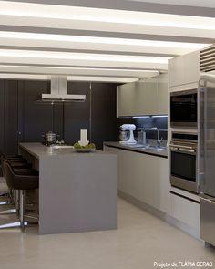 Decoração de: Cozinha integrada; porcelanato cinza; Casa de Valentina