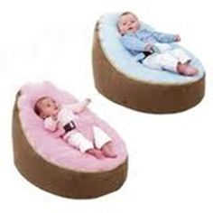 Puff evolutivo y ultracómodo. En los bebés, ayuda a prevenir la plagiocefalia, ya que su relleno respeta la anatomía de su cabecita sin ejercer presión que la pueda deformar. Puedes regular la inclinación de su espalda moviendo el relleno a tu gusto. Incluye dos fundas superiores desmontables con cierres, una con arnés para los bebés y otra sin arnés para los niños hasta 30 kilos (a tu eleccion). Las fundas son lavables a 30º