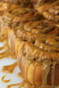 Easy Cinnamon Rolls with Caramel Icing - Fabulous cinnamon and walnut swirled sweet rolls with a to-die-for silk caramel drizzle. Start to finish in less than 2 hours! (Christmas Bake Cinnamon Rolls)