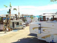 Kiki's RV & Hotel - Kiki's offers you the opportunity to fully enjoy a Great Beach Front under 3 accommodation modalities: Hotel, RV and Camping. Comfort, Quality & Safety.
