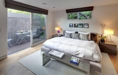 we could maybe use my bench... Lije the rug proportion #1514_RISING_GLEN_RD+#Sunset_Plaza+90069+#Hollywood_Hills_West+#www.modernhomeslosangeles.com+#mid_century_modern+#architecture+#Renovation+#Bedroom2.png (637×403)