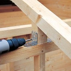 les bâtis des placards sur les pignons avec des tirefonds. Les clins d Joinery, Pergola, Diy And Crafts, Shed, Diy Projects, Tools, Decor, Plans, Buildings