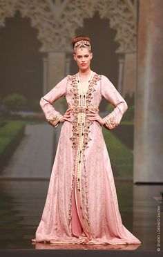 Billedresultat for caftan haute couture Kaftan Moroccan, Morrocan Dress, Kaftan Abaya, Caftan Dress, Caftan Gallery, Arabic Dress, Middle Eastern Fashion, Divas, Modesty Fashion