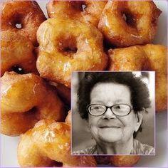Ayer me llamó mi prima Miriam para pedirme la receta de los buñuelos que preparaba nuestra abuela Antonia. La tenía apuntada tal y como ella...
